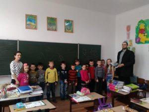 eregszász magyar iskoláiban is kiosztásra kerültek az elsősöknek szánt csomagok